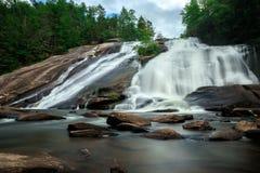 Cascata precipitante a cascata in Nord Carolina Fotografia Stock
