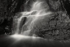 Cascata preto e branco Fotografia de Stock Royalty Free
