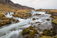 Cascata procedente in sequenza in Islanda Fotografia Stock