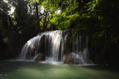 Cascata profonda della foresta immagini stock