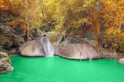 Cascata profonda della foresta in Kanchanaburi Immagine Stock Libera da Diritti