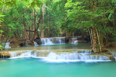 Cascata profonda della foresta in Kanchanaburi (Huay Mae Kamin) Fotografie Stock Libere da Diritti