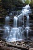 Cascata a Ricketts Glen State Park in tempo fresco di autunno Immagine Stock