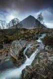 Cascata sotto il MOR di Buacaillie Etive, Glencoe, Scozia immagine stock libera da diritti