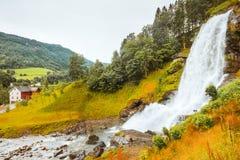 Cascata Steindalsfossen, Norvegia Fotografie Stock Libere da Diritti