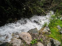Cascata su Inca Trail sul modo a Machu Picchu, Perù Fotografia Stock