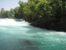 Cascata su un fiume della montagna immagine stock libera da diritti