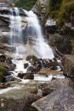 Cascata sul fiume della montagna Immagini Stock Libere da Diritti