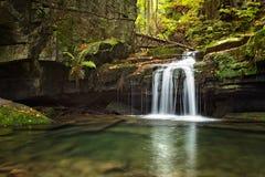 Cascata sul sati - repubblica Ceca delle cascate fotografie stock