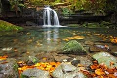 Cascata sul sati - repubblica Ceca delle cascate fotografie stock libere da diritti