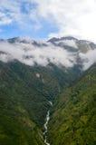 Cascata sulle montagne Fotografie Stock