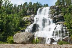 Cascata Tvindefossen, Norvegia Immagini Stock
