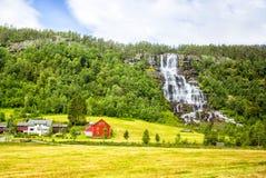Cascata Tvindefossen, Norvegia Immagini Stock Libere da Diritti