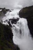 Cascata in valle di Husedalen nel parco nazionale di Hardangervidda, Norvegia Fotografie Stock Libere da Diritti