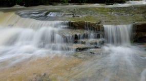 Cascatas da angra da cabine no parque estadual de Twin Falls, WV fotos de stock royalty free