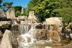 Cascatas japonesas do jardim imagens de stock
