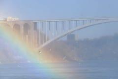 CASCATE DEL NIAGARA, CANADA - 13 novembre 2016: Conne del ponte dell'arcobaleno Immagine Stock