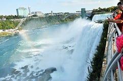 Cascate del Niagara con il punto di vista del lato del Canada immagine stock