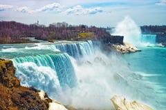 Cascate del Niagara dal lato americano in primavera Immagini Stock Libere da Diritti