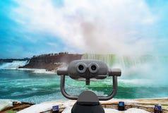 Cascate del Niagara fra gli Stati Uniti d'America ed il Canada immagine stock libera da diritti