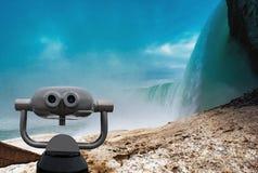 Cascate del Niagara fra gli Stati Uniti d'America ed il Canada immagini stock libere da diritti
