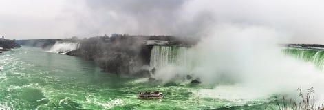 Cascate del Niagara, una vista di panorama da Ontario, Canada fotografia stock libera da diritti