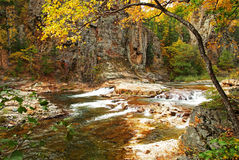 Cascate di caduta del fiume di Vanchin Milogradovka in Russia Fotografia Stock