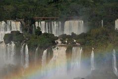 Cascate di Iguazu con il Rainbow Fotografia Stock