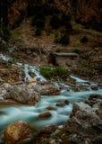 Cascate di Kapuzbashi Il fiume al piede della scogliera Fotografia Stock