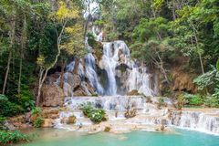 Cascate di Kuang Si vicino a Luang Prabang immagini stock libere da diritti