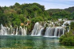 Cascate nella sosta nazionale di Krka, R del fiume di Krka Fotografie Stock