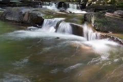 Cascate precipitanti a cascata Fotografia Stock