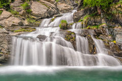 Cascate vicino a Cogne, parco nazionale di Gran Paradiso, la valle d'Aosta, le alpi, Italia di Lillaz Fotografie Stock