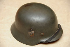 Casco de acero alemán WW11 con el marcado nazi del estado Fotos de archivo