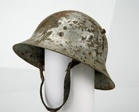 Casco de acero checo M30 Guerra civil española imagenes de archivo