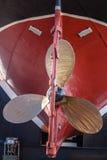 Casco de cobre amarillo Tug Ship de las cuchillas de propulsor Fotografía de archivo libre de regalías