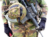 Casco de la ametralladora y del soldado Imagenes de archivo