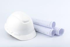 Casco de seguridad y papel blancos Imagen de archivo libre de regalías