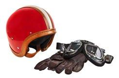 Casco del motor del vintage con las gafas y los guantes Imágenes de archivo libres de regalías