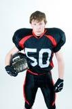 Casco della holding del giocatore di football americano immagini stock libere da diritti