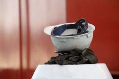 Casco e guanti Fotografia Stock Libera da Diritti