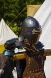 casco ed armatura di un cavaliere medievale immagine stock libera da diritti