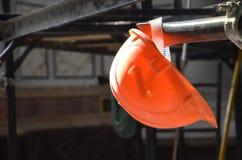 Casco en el área de la construcción Foto de archivo libre de regalías
