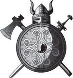 Casco, espada, hacha y blindaje de Vikingos Imagenes de archivo