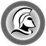 Casco espartano antiguo y meandro griego del ornamento Imágenes de archivo libres de regalías