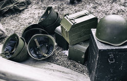 Casco militar y, reconstrucción de la vida y temas de la Segunda Guerra Mundial imágenes de archivo libres de regalías