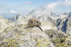 Casco nelle montagne Immagine Stock Libera da Diritti