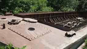 Casco oxidado de un naufragio metrajes