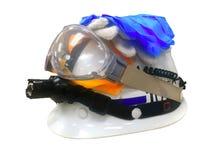 Casco sui precedenti bianchi, PPE, dispositivi di protezione individuale immagini stock libere da diritti