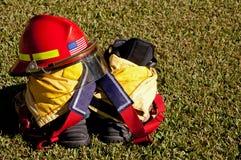 Casco y botas del fuego Imagenes de archivo